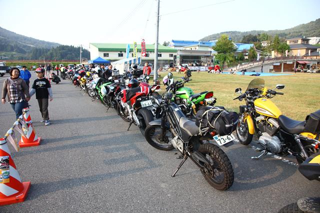 「道の駅 会津柳津」には約80台のライダーたちが集まった。