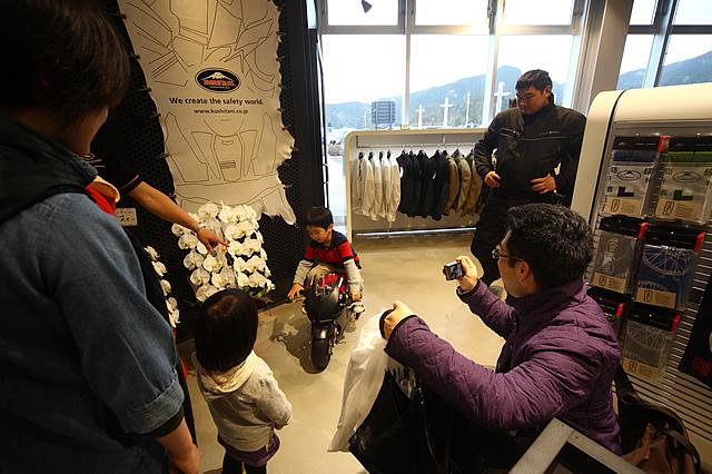 店内には『74daijiro』も展示されており、小さな子供を連れたファミリーにもうれしい