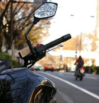 表参道のバイク駐車場にて