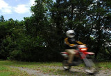 走行中のバイクを撮影する
