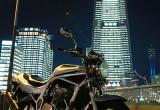 夜にバイクを撮影する
