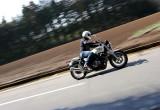 ホンダ CB1100 – バイクらしさの原点へと回帰