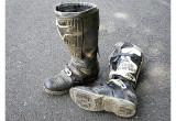 オフロードブーツがかなり傷んできました。修理か、それとも買い替えるべきでしょうか?