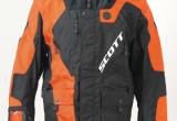 ネックブレイス装着に対応したスコット製オフロードジャケットが日本へ導入された