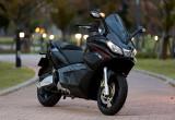 アプリリア SRV850 – スーパーバイクの遺伝子を持った世界最大級のメガスクーター