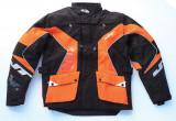 ネックブレイスの装着に対応できる軽量なエンデューロジャケットが発売