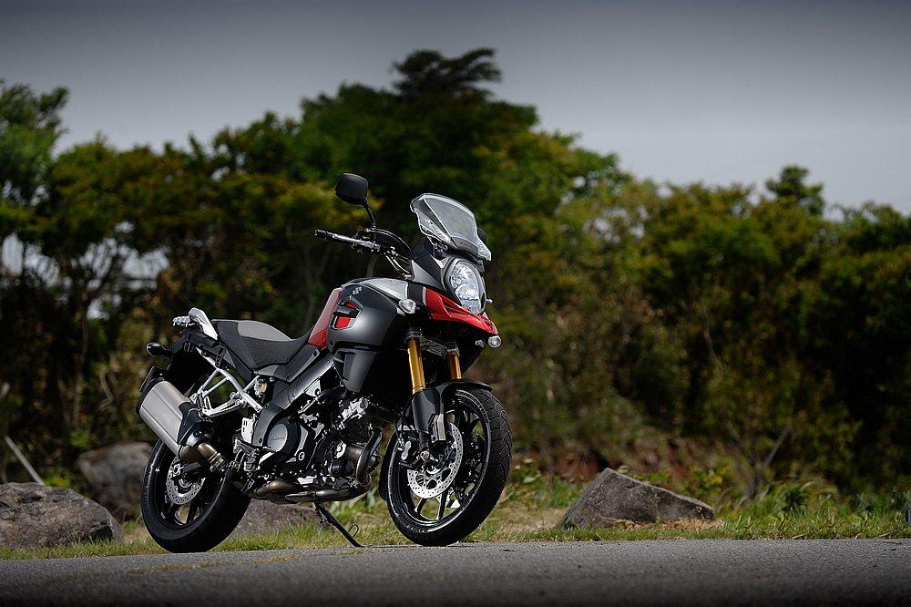 スズキ Vストローム1000ABS – 軽量コンパクトとオンロード性能で挑むスポーツ・アドベンチャー・ツアラー 試乗インプレ・レビュー-バイクブロス・マガジンズ