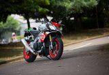アプリリア トゥオーノ V4 1100 ファクトリー – スーパーバイクRSV4直系の過激なストリートファイター