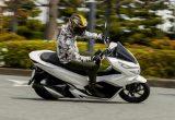 ホンダ PCX150 ABS – 大人も納得の、より上質でゆとりある走り