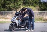 【バイク足つきチェック】2018年型キムコRacing S150/150ccスポーツスクーターの足つきは?
