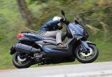 ヤマハ製スポーツスクーターの中軸を支えるXMAXが提示する、新しいスポーツライディングの世界