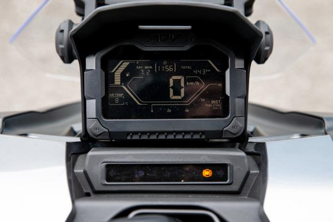【ホンダ ADV150 試乗記】SUV的な顔が魅力のミドルスクーターのハイパフォーマンスバージョンの画像の試乗インプレッション