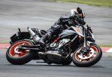【KTM 890デュークR 試乗記】超軽くて俊敏で足もイイ!コーナーを鋭く切り取る「超外科用メス」の実力とは!?