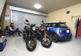 【新型コロナに負けるな!ガレージライフ】住居とクルマ・バイク用の月極駐車場をひとつにまとめた快適ガレージライフ!
