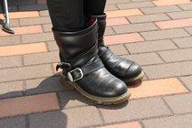 多くの女性バイカーから支持を集めるrosso style labo製の防水ブーツ。ファッション性もあるので普段使いにも◎