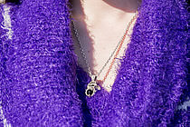 いつもつけているという大好きなスカル×オニキスのネックレス。ハードなデザインはバイクとの相性もバッチリだ。