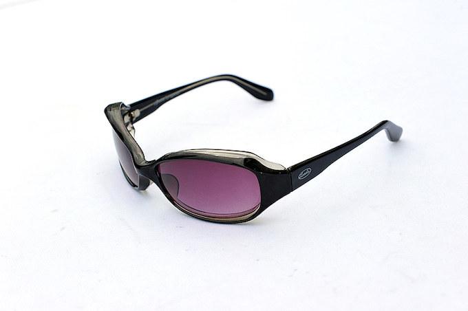 福岡のローカルズガーデンで購入したサングラス。バイク/車の運転時には欠かせないアイテム。