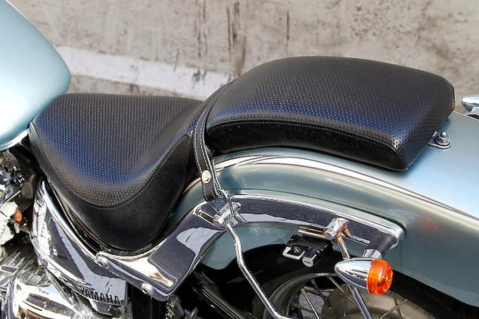 肉厚なシートは安定感もあり、ゆったりとしたクルージングを可能にしている。