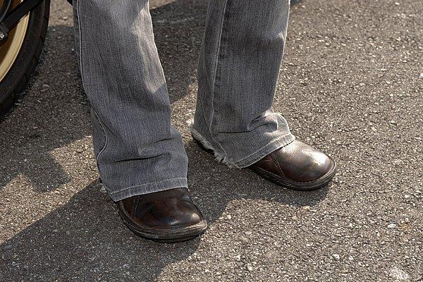 ボトムスのレングスが長すぎっ! ダラシナイ印象になりますから適正なサイズの裾上げが好ましいですね。