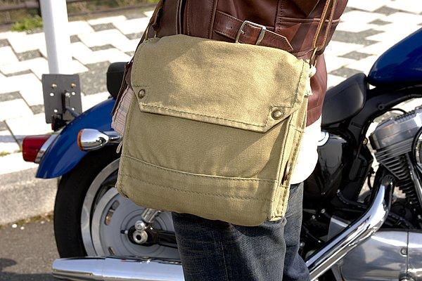 バッグも今回のレザージャケットのスタイルには軽い印象かな?