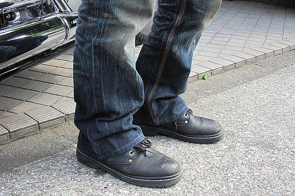 パンツのレングスはイイ感じです。上下全身のアイテムのデザイン&カラーがシンプルにコーデしているので、ブーツはもう少し遊びがあっても良かったかと思います。ボリュームあるデザインでも面白いんじゃないかな?