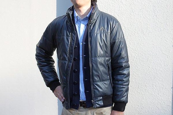 """アウターには防寒性抜群のダウンジャケット。ブランドに adidas をチョイスしたところがヨロシクないなぁ。""""VAN""""のスタジャンなんかだと全体に雰囲気出るのに。"""