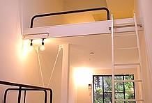 居住スペースは天井の高さが魅力。タテの空間をうまく活用しているため息苦しさが無い。ロフトの広さも魅力的だ。