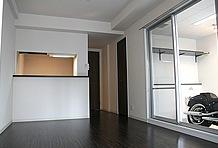 リビングのスペースは8.4帖とかなりのもの。1人暮らしでの利用を前提に考えると、余裕のある広さだと言えるだろう。
