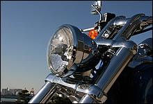 容器をイメージしたディープバケットスタイルヘッドライト