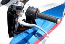 クラッチレバーも「MAGURA」社製ラジアルポンプ式マスターシリンダーを装備する。軽い入力で操作出来る。
