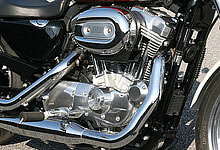 エンジン部分は従来の XL883L のものを採用。