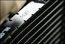 クーラントとオイルを冷却するラジエーターはヨーロッパナンバーワンのシェアを持つKTM製。