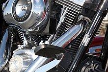 エンジンはダイナシリーズ共通のTwin cam 96を搭載。ボア×ストロークは95.3mm×111.1mm、排気量は1,584cc。圧縮比は9.2:1で、116Nm/3,500rpmの最大トルクを発揮する。ミッションは6速を装備。