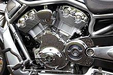 ロードレーサーのVR1000をベースとするエンジンの最高出力に関して、ハーレーは正確な数字を公表していないものの、海外の雑誌では、排気量が1131ccだった2006年型以前は115hp、1247ccになった2007年型以降は123hpと記載されるケースが多い。