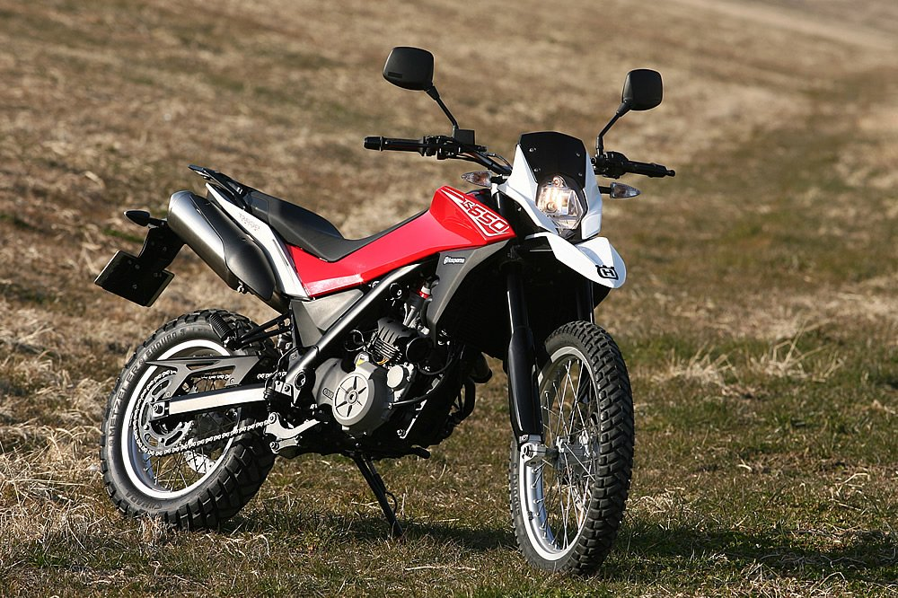 【バイク】 オフロードバイクの軽さ、機動性の良さに慣れたらSSに乗るのが億劫になってワラタ