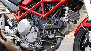 95馬力を発生するDS(デュアルスパーク)エンジン。'89年に登場したSS900の900ccエンジンから基本設計は変わることなく、インジェクション化、排気量アップ、2プラグ化などで進化を続けてきた。