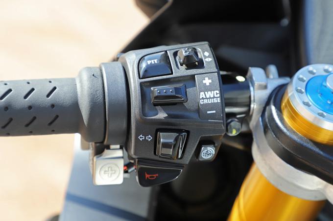 【アプリリア RSV4 1100 ファクトリー】排気量アップとウイングレットを装着し乗りやすさと速さを極めたストリート・スーパーバイクの画像