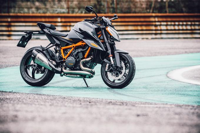 """【KTM 1290 スーパーデューク R 試乗記事】あの""""THE BEAST""""が第3形態に進化、新たな骨格を得て動きがよりしなやかに‼の画像"""