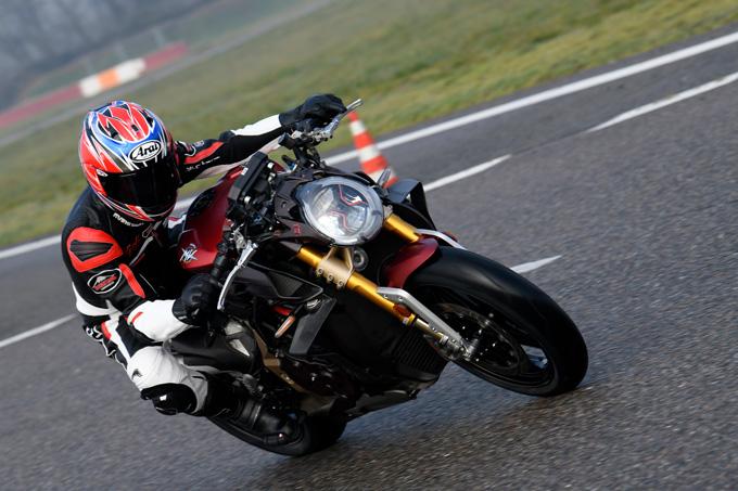 【MVアグスタ ブルターレ1000セリエオロ 試乗記事】スーパースポーツ勝りの208psを発揮する最強ネイキッドの画像