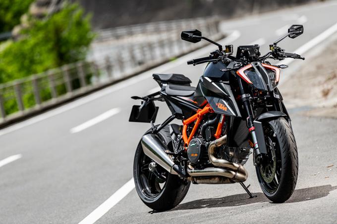 【KTM 1290スーパーデュークR 試乗記】 第3世代に進化した、KTM製オンロードスポーツの旗艦の01画像