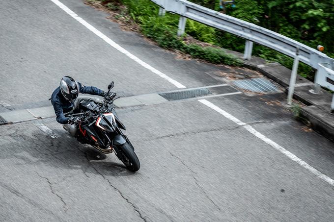 【KTM 1290スーパーデュークR 試乗記】 第3世代に進化した、KTM製オンロードスポーツの旗艦の07画像