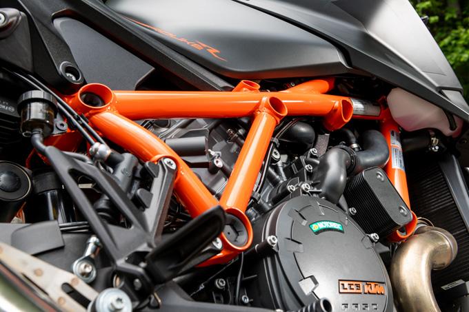 【KTM 1290スーパーデュークR 試乗記】 第3世代に進化した、KTM製オンロードスポーツの旗艦の22画像