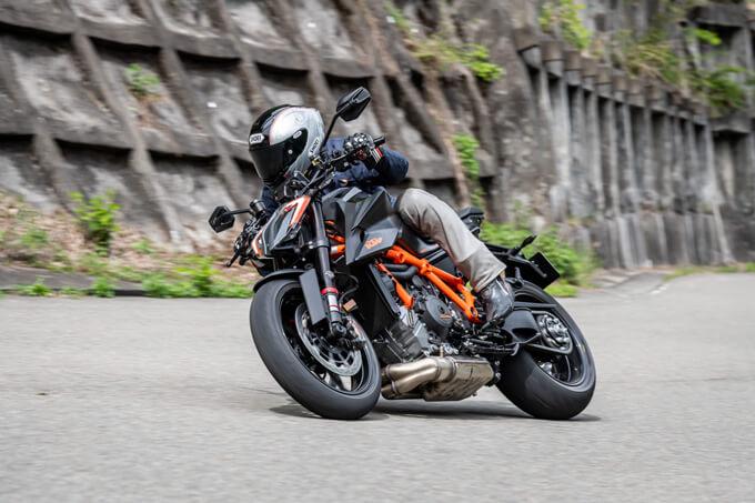 【KTM 1290スーパーデュークR 試乗記】 第3世代に進化した、KTM製オンロードスポーツの旗艦 メイン画像