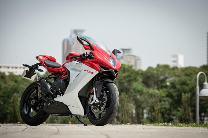 【MVアグスタ F3 800 試乗記】 3気筒800ccならではの楽しさ! 見かけによらず扱いやすいスーパースポーツだ 01画像