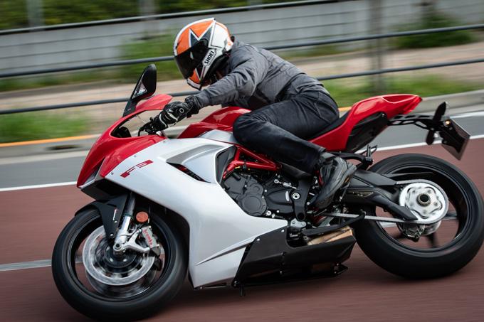 【MVアグスタ F3 800 試乗記】 3気筒800ccならではの楽しさ! 見かけによらず扱いやすいスーパースポーツだ04画像