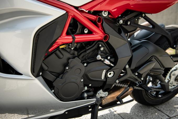 【MVアグスタ F3 800 試乗記】 3気筒800ccならではの楽しさ! 見かけによらず扱いやすいスーパースポーツだ10画像