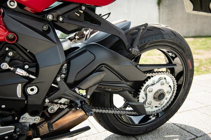 【MVアグスタ F3 800 試乗記】 3気筒800ccならではの楽しさ! 見かけによらず扱いやすいスーパースポーツだ12画像