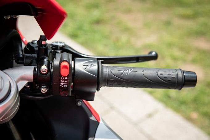 【MVアグスタ F3 800 試乗記】 3気筒800ccならではの楽しさ! 見かけによらず扱いやすいスーパースポーツだ21画像