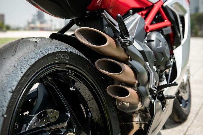 【MVアグスタ F3 800 試乗記】 3気筒800ccならではの楽しさ! 見かけによらず扱いやすいスーパースポーツだ22画像の試乗インプレッション