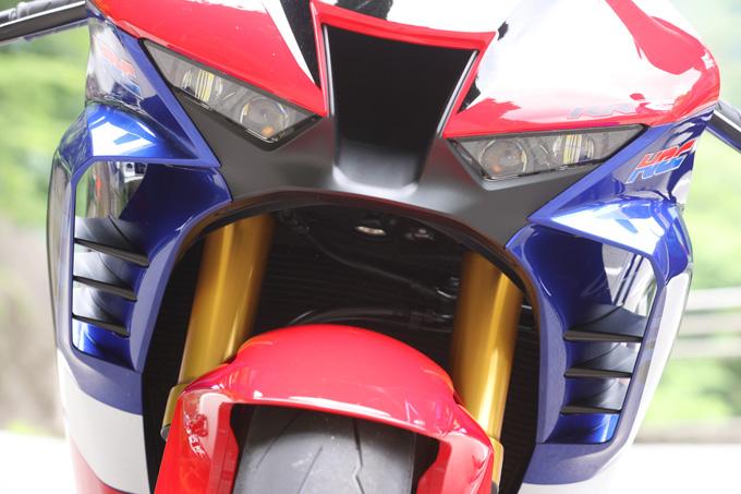 【ホンダ CBR1000RR-R ファイアーブレード SP 試乗記】保安部品を装備しても、乗り味は本気の市販レーサーの11画像